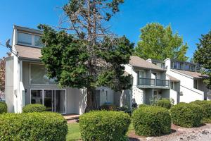 Meadowlawn Apartments, Salem, OR