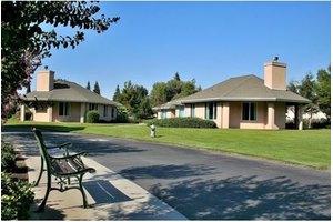 8200 Westwold Dr - Bakersfield, CA 93311