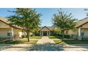3400 Country Club Rd N - Irving, TX 75062