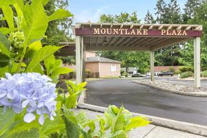 Mountlake Terrace Plaza, Mountlake Terrace, WA