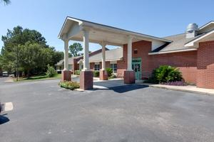 Photo 2 - Knollwood Pointe, 5601 Girby Rd, Mobile, AL 36693