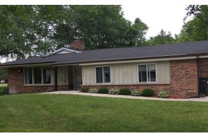 2405 S Brookside Pkwy - New Berlin, WI 53151