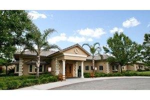 350 Calloway Dr - Bakersfield, CA 93312