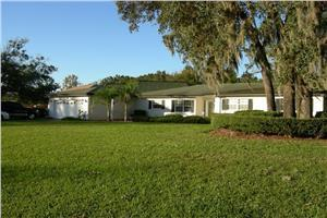 8365 Cessna Dr - New Port Richey, FL 34654