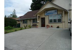 4216 NE 10th Pl - Renton, WA 98059