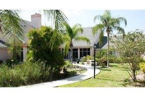 1416 Country Club Blvd - Cape Coral, FL 33990