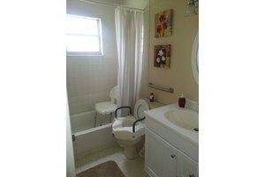 990 SE Bywood Ave - Port Saint Lucie, FL 34983