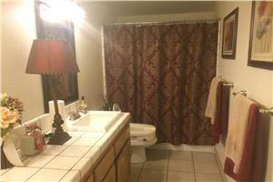 4057 W Wathen Ave - Fresno, CA 93722