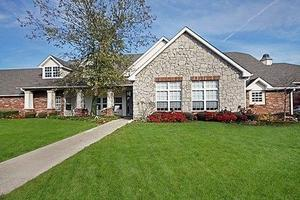 2564 Fox Pointe Dr - Columbus, IN 47203