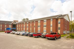 Pine Trace Apartments, Eight Mile, AL