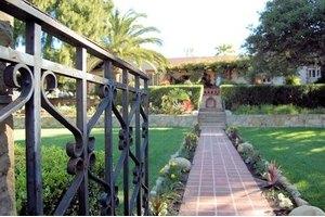 2120 Santa Barbara St - Santa Barbara, CA 93105