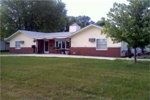 208 E 1st St - Imlay City, MI 48444