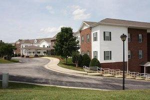 2001 Ridgewood Dr - Salem, VA 24153