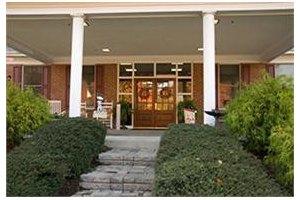Photo 2 - Commmonwealth Senior Living at Gloucester House, 7657 Meredith Drive, Gloucester, VA 23061