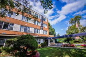 The Grand Rehabilitation and Nursing at Queens, Whitestone, NY
